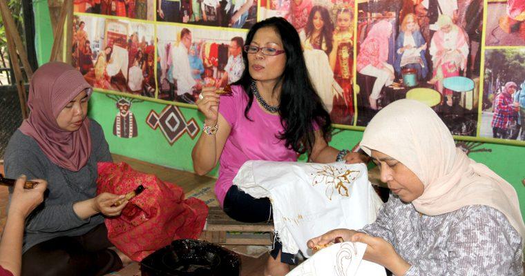 Learning to become a batik artist @Terogong Studio Batik Betawi, Jakarta
