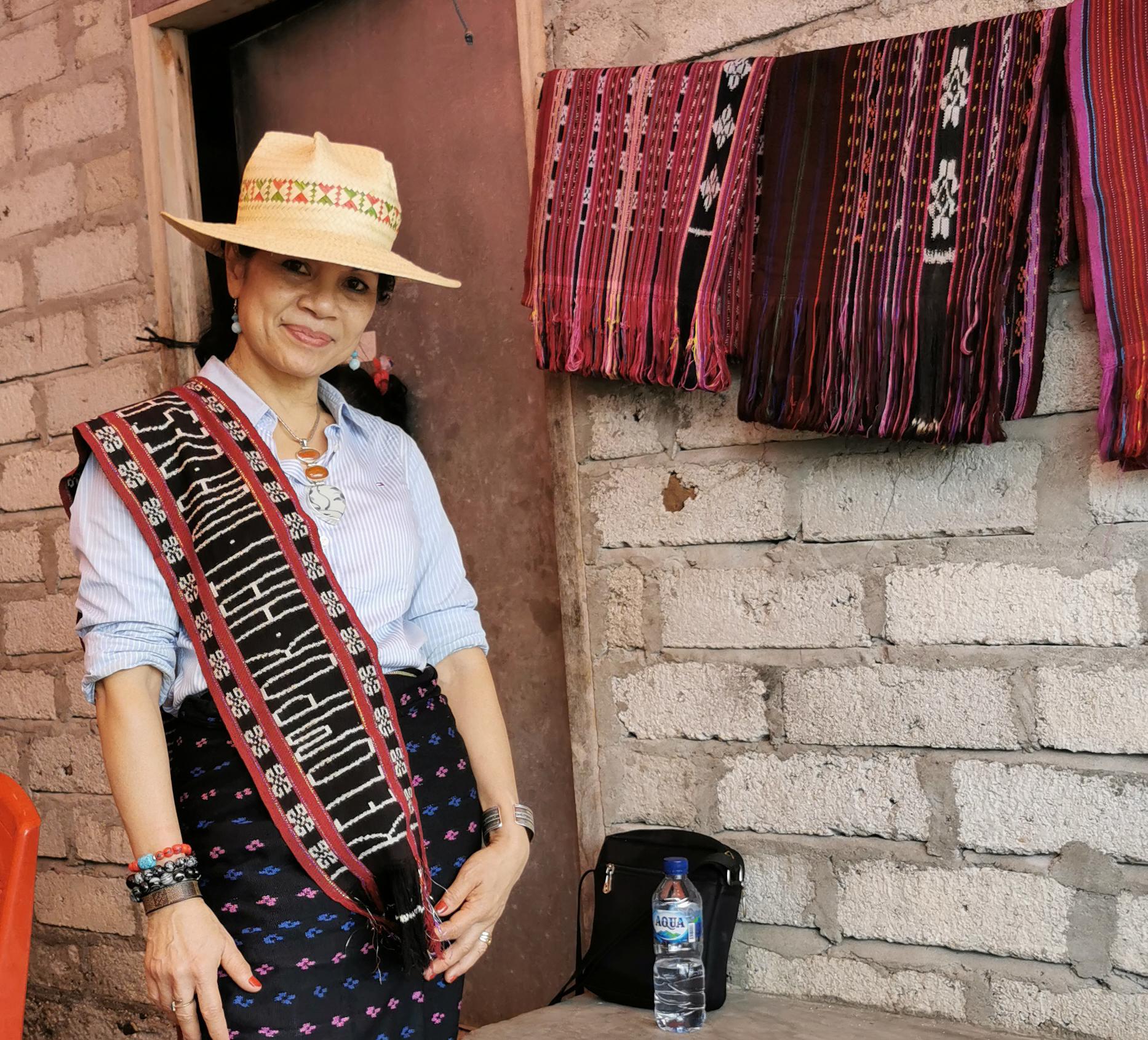 Exploring Solor's Textiles and Culture 2020 – At Bubua Tagamu Village, South Coast of Solor